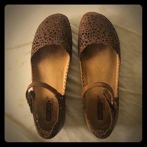 Women's size 40 Pikolinos sandal worn twice.
